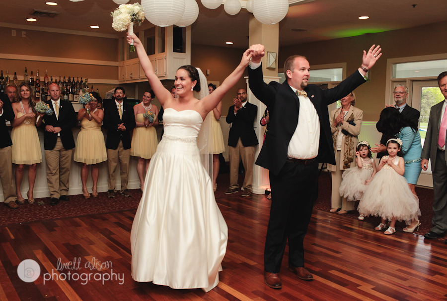 first dance at bay pointe club wedding
