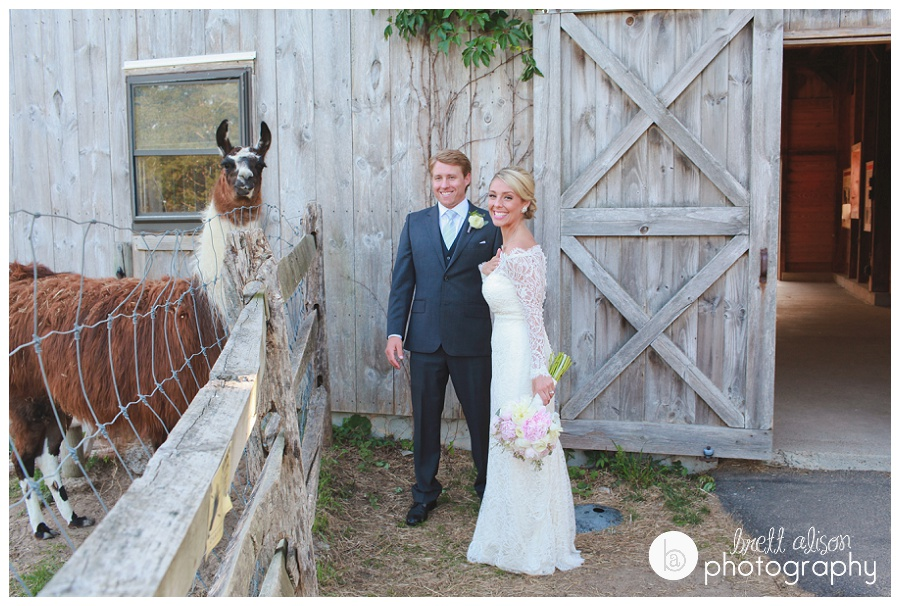 barn at plimoth plantation wedding photos