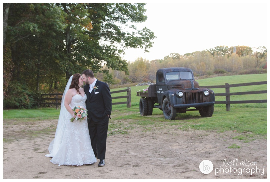 vintage truck wedding photos zukas hilltop barn