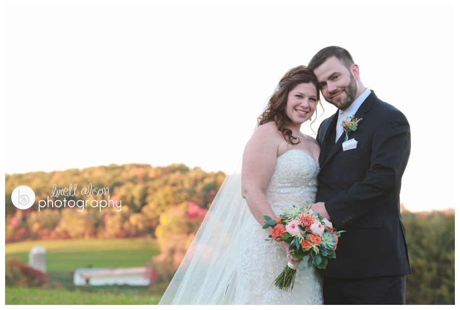fall wedding photos zukas hilltop barn